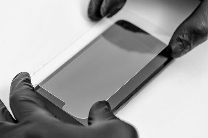 Anbringen einer Smartphone Schutzfolie